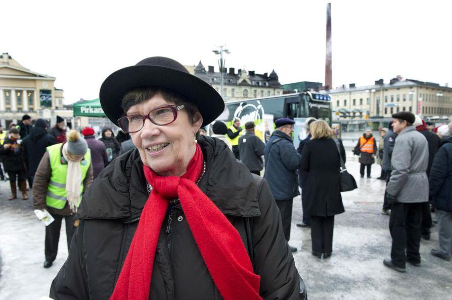 Kansanedustaja Sirkka-Liisa Anttila (kesk.) toivoo selkeämpiä pelisääntöjä siihen, millä perustein kansanedustajan tehtävistä voidaan vapauttaa kesken kauden.
