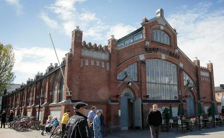 Myös kauppahallirakennuksen myymisestä on keskusteltu Oulussa.