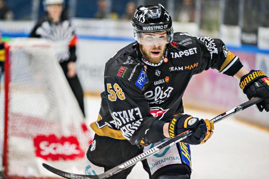 Jani Hakanpää pelasi ensimmäisessä erässä, mutta joutui jättämään ottelun kesken. Arkistokuva.