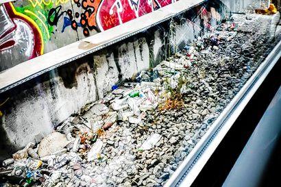 """""""Monissa maissa muovi- ja lasipulloja on pidetty osana jätettä"""" – Suomessa pullot palautuvat kauppoihin, mutta muualla tilanne on huonompi"""
