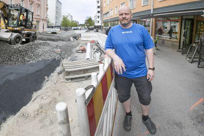 Oululainen Kari Mikkola pudotti 35 kiloa vuodessa maltillisin keinoin – entinen iltasyöppö sujauttaa nykyään mikroaterian kylkeen minitomaatteja