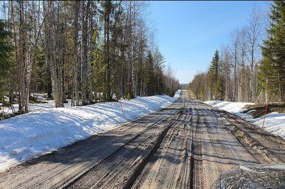 Kelirikko sulki Liikasenvaarantien viimeisen kilometrin Kuusamossa, puolustusvoimien telakuorma-auto tulossa apuun – Pelastuslaitos: Asukkaita ei ole toistaiseksi evakuoitu