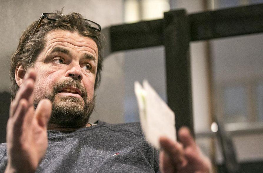 Kun on pyörittänyt ravintolaa yli kaksikymmentä vuotta, ajatus siitä luopumisesta on käynyt vaikeammaksi, Markku Hyvärinen kertoo. Silti yrittäjän ei hänen mielestään kannata panna peliin koko elämäänsä.