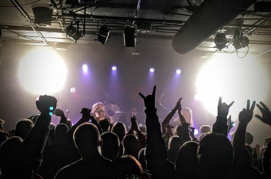 Suomalaisen hard rockin suuruus, Peer Günt saapuu perjantaina Hevimestaan.