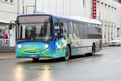 Rovaniemen paikallisliikenteen aamuruuhkia helpotetaan kahdella lisäbussilla – miljoonan matkustajan raja rikkoutumassa joulukuun alussa