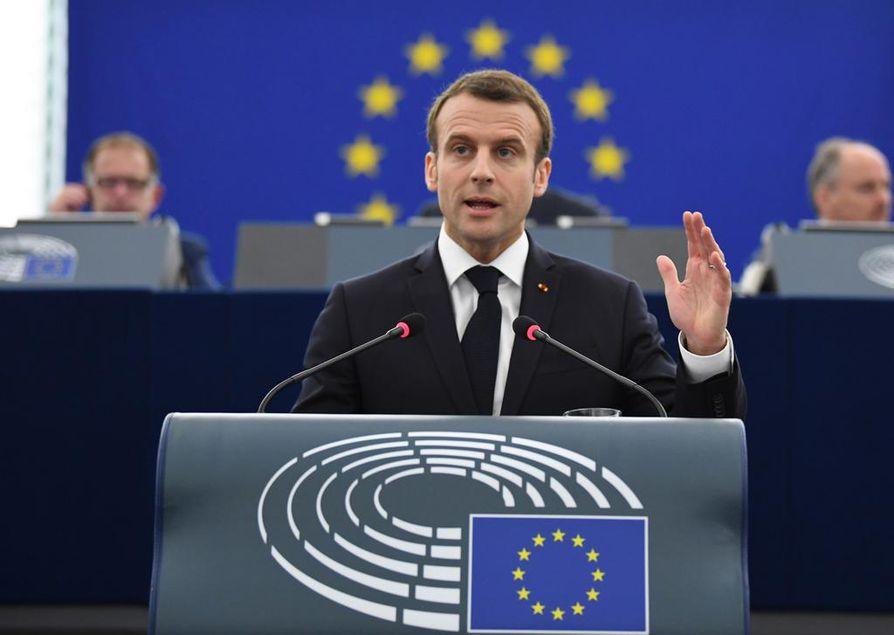 Ranskan presidentti Emmanuel Macron kertoi tiistaina EU-parlamentille, että Euroopan on pidettävä kiinni yhtenäisestä, eurooppalaisesta identiteetistä.