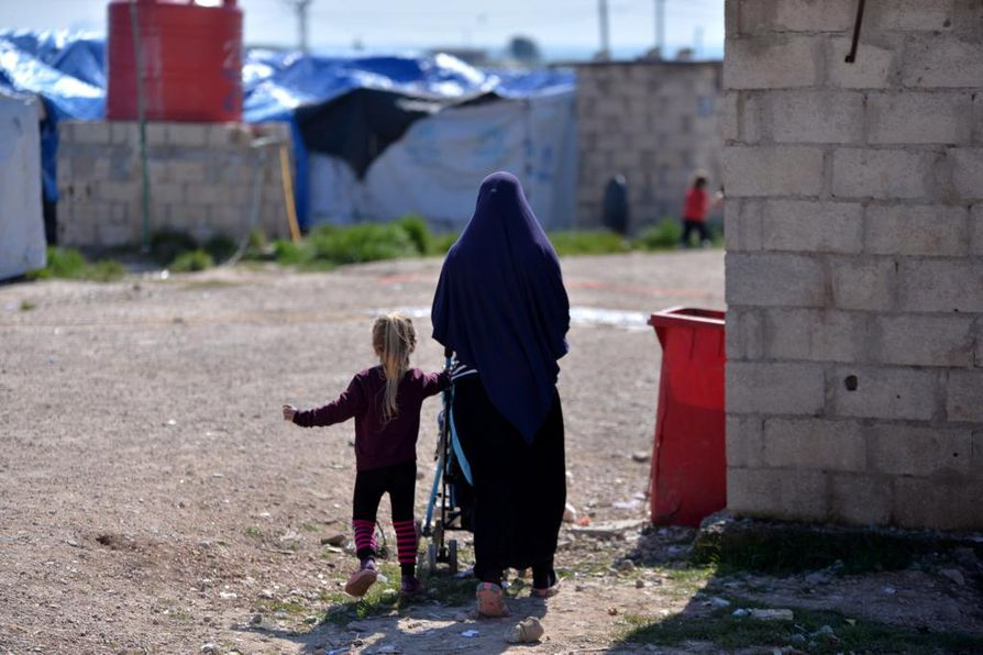 Suomalaisjuuristen lasten määrää Syyrian leireillä ei tiedetä. Suomeen saapuessaan he tarvitsevat monenlaista tukea ja apua, sillä he ovat kokeneet poikkeuksellista väkivaltaa. Kuvituskuva.