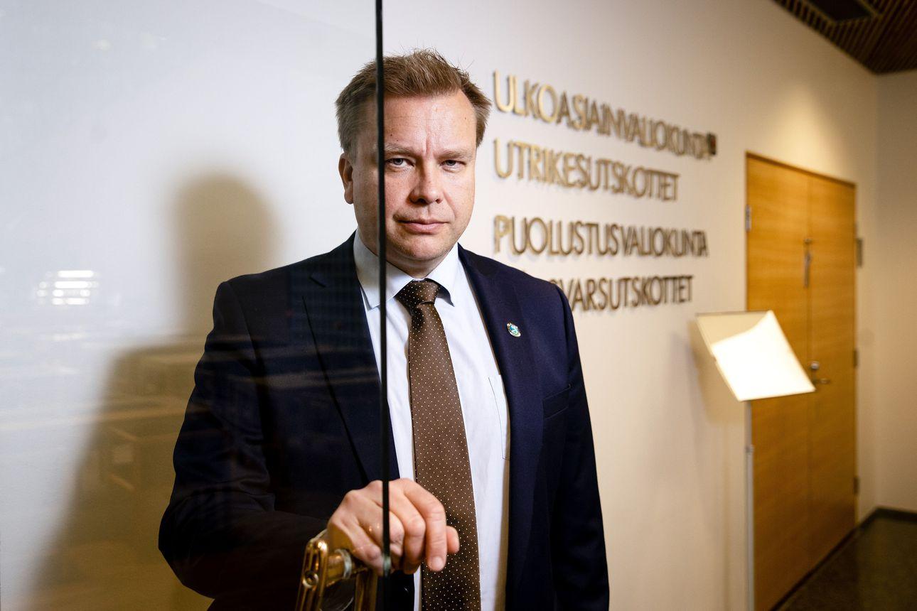 """Ministeri Kaikkosen mukaan hävittäjien ja korvettien poikkeusrahoitus saa riittää Puolustusvoimille –""""Ei realismia lähteä kyselemään uusia suuria investointeja"""""""