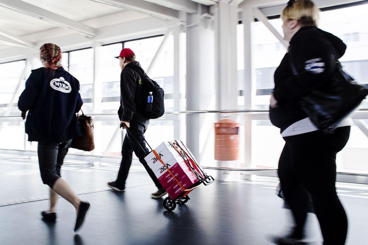 Suomalaiset pääsevät Viroon maanantaista alkaen ilman karanteenia – kuumeinen henkilö voidaan kuitenkin käännyttää