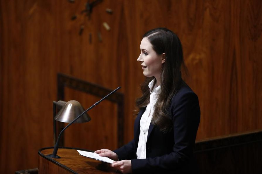 Pääministeri Sanna Marin sanoi, että vaikeat työllisyyspäätökset tehdään touko-elokuussa, jotta kevään työmarkkinatilannetta ei vaikeuteta.