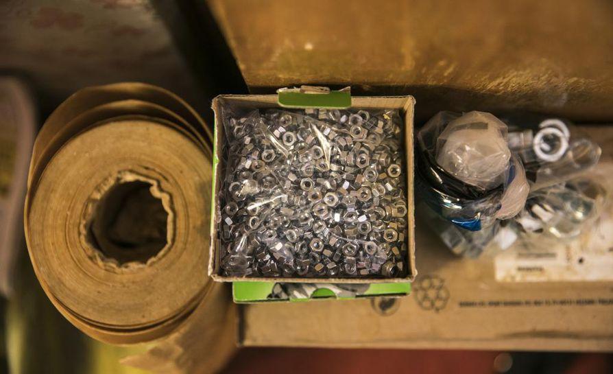 Kyläkauppa Sorosen valikoimassa on ruuan lisäksi kaikkea rautatavarasta pienkodinkoneisiin.