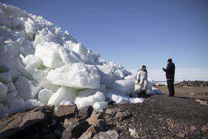 Jäät pakkautuivat yli kymmenmetrisiksi röysiksi Hailuodon Marjaniemeen