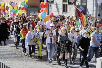 Oulun kaupungintalolla Pride-viikon kunniaksi liehuneet sateenkaariliput varastettiin viime yönä – varastamisesta tehty rikosilmoitus