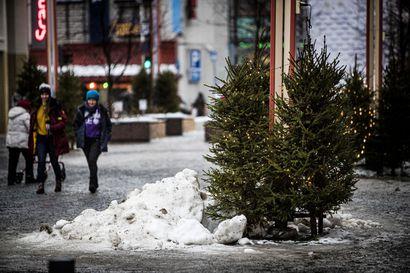 Lauha sää jatkuu jopa viikkoja Lapissa – vesisade pienentää hankia, mutta lumettomaksi Lappi ei kokonaan tule