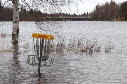 Vedenpinnat edelleen tulvakorkeuksissa Pudasjärvellä – ennustetaan kääntyvän laskuun viikonloppuna