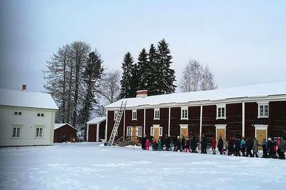 Rovaniemen kotiseutumuseon Jouluvaelluksella etsitään seimen lasta