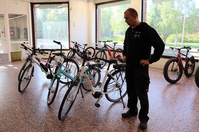 Vain viisi sähköpyörää jäljellä – sähköpyöräbuumi on nyt Kuusamossa kuumimmillaan