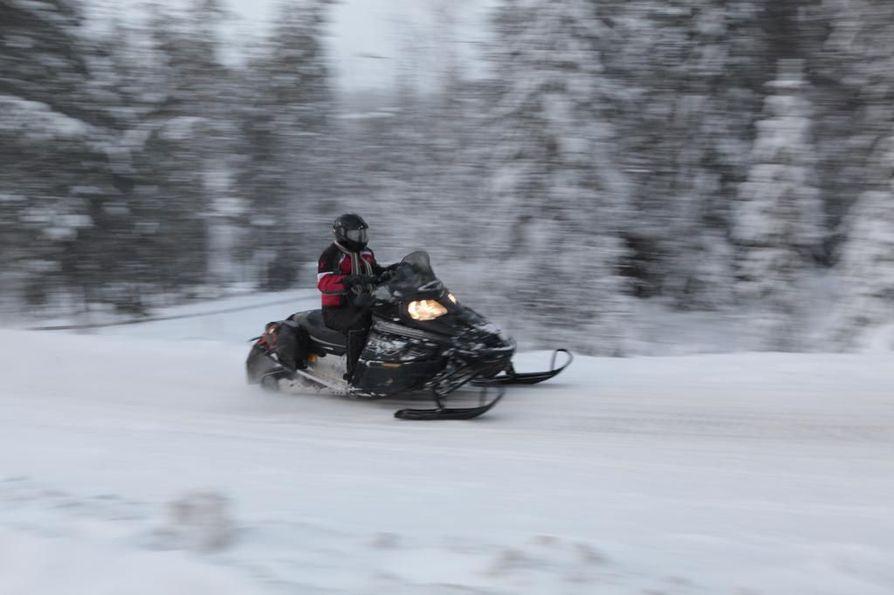 Oulun seudun moottorikelkkareiteillä on lunta tänä talvena.