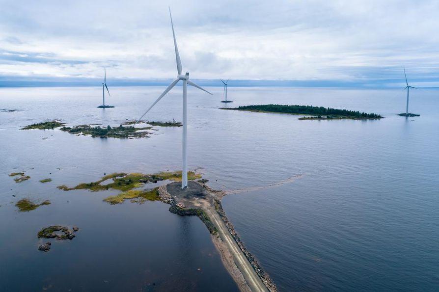 Ikean tuulipuisto levittäytyy meren rannalle ja keinosaarille Kemin Ajoksessa.