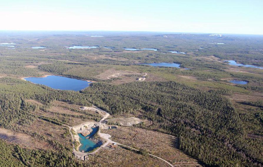 Ilmakuva Kuusamon Käylän läheisyydessä sijaitsevan Juomasuon kaivospiiristä. Arkistokuva.