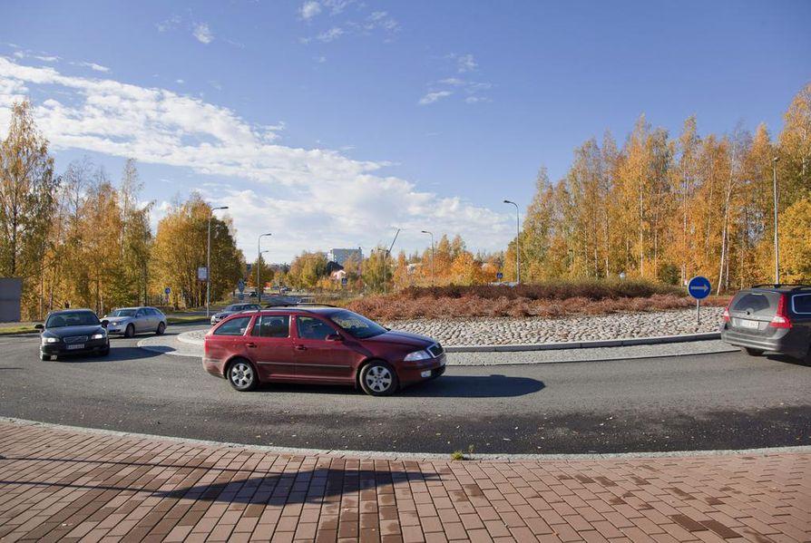Auton pitkäaikainen vuokraaminen voi olla järkevä ratkaisu, mutta sopimus on syytä lukea huolellisesti läpi ennen sen allekirjoittamista.
