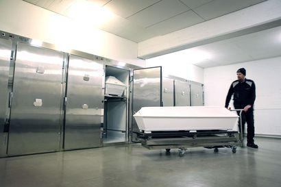 Sairaanhoitopiiri varautuu koronaepidemian etenemiseen – Ouluun on hankittu kuusi kylmäkonttia vainajien säilytykseen