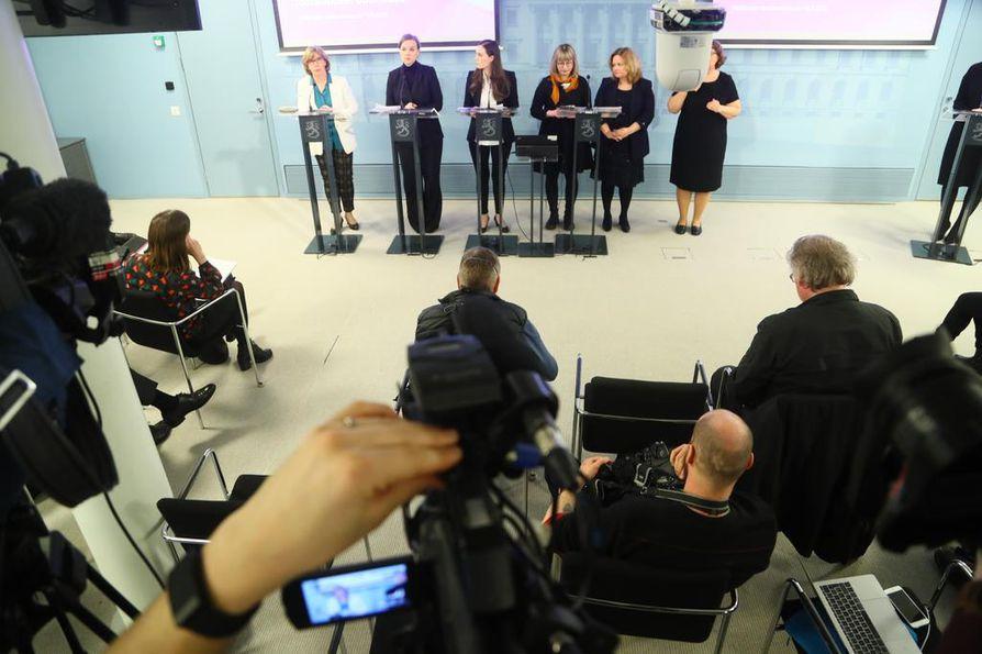 Hallitus järjesti maanantai-iltana tiedotustilaisuuden koronatilanteesta.