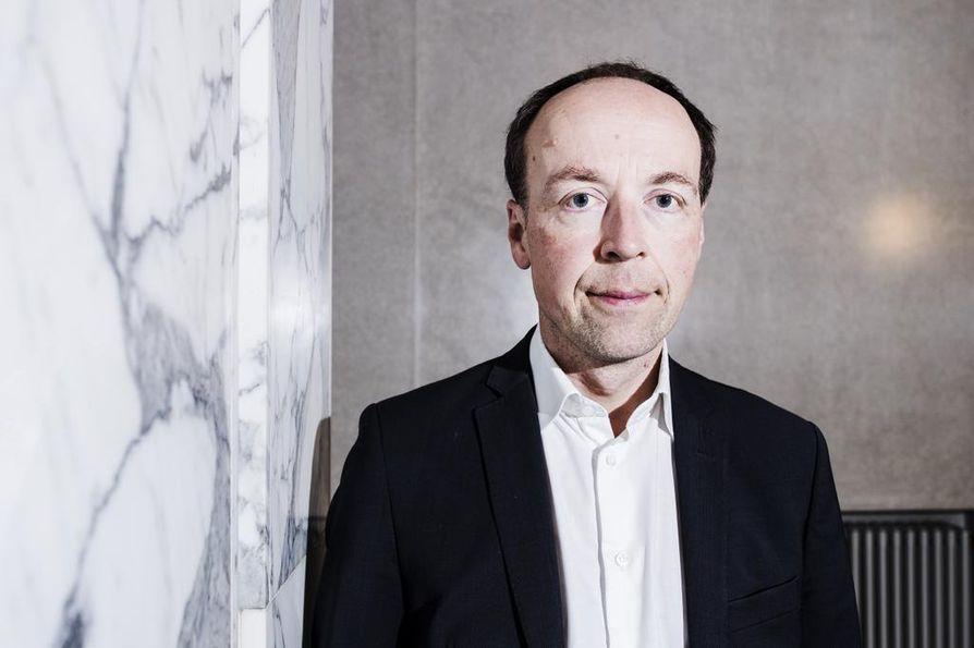 Perussuomalaisten puheenjohtajan Jussi Halla-ahon mukaan politiikassa eletään nyt suuria takinkääntöviikkoja.
