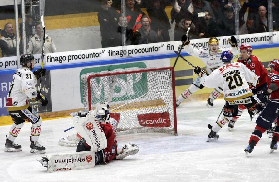 Aleksi Heponiemi (20) oli isossa roolissa Kärppien voitossa perjantaina.