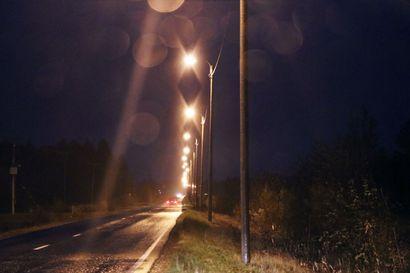 Syksyn pimeys vaatii autoihin kunnolliset ajovalot – varmista, että myös takavalot palavat