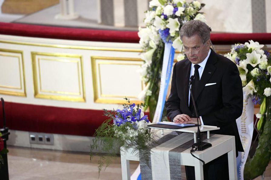 Presidentti Sauli Niinistö aloitti puheensa sanomalla, että Mauno Koivisto on läsnä ajatuksineen, tapoineen, arvoineen ja periaatteineen.