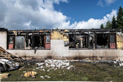 Kaupungin rivareita purkuun Tolpanniemessä – Heinäkuussa palaneen talon purku alkaa maanantaina