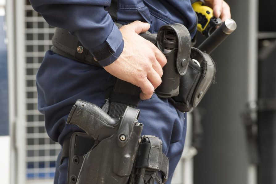 Poliisi ampui kouluhyökkääjää kiinnioton yhteydessä Kuopiossa 1. lokakuuta. Kuva ei liity tapaukseen.