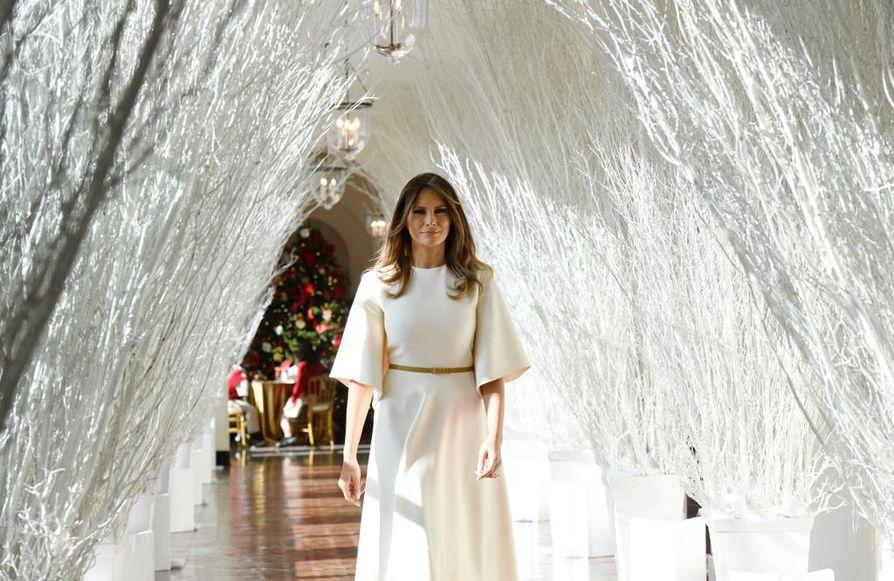 Melania Trumpin suunnittelemat Valkoisen talon joulukoristelut ovat herättäneet keskustelua Twitterissä.