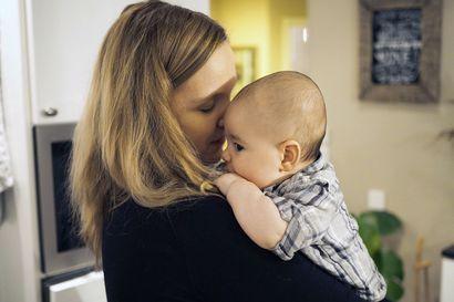 """""""Oikeasti olen kasvattanut sisälläni pienen ihmisen"""" – oululainen Karoliina Rajaniemi viettää ensimmäistä äitienpäivää äitinä"""