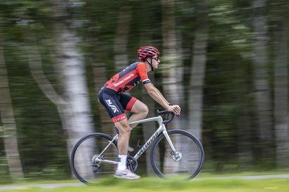 """16-vuotiaana Ukrainasta Ouluun muuttanut Vladyslav Makogon juhli elokuun alussa ensimmäistä henkilökohtaista pyöräilyn SM-kultaansa – """"Onnistuminen antaa motivaatiota harjoitella kohti seuraavia kisoja"""""""