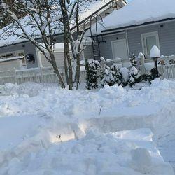 Iloa arkeen! Runsas lumentulo mahdollisti Ruusan oman huvipuiston takapihallemme😁