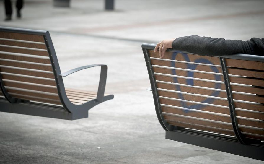 Oulussa Valkean penkeillä aikaansa viettävät päihdeongelmaiset ovat käynnistäneet keskustelun päihdeongelmaisten hoidon tasosta Oulussa.
