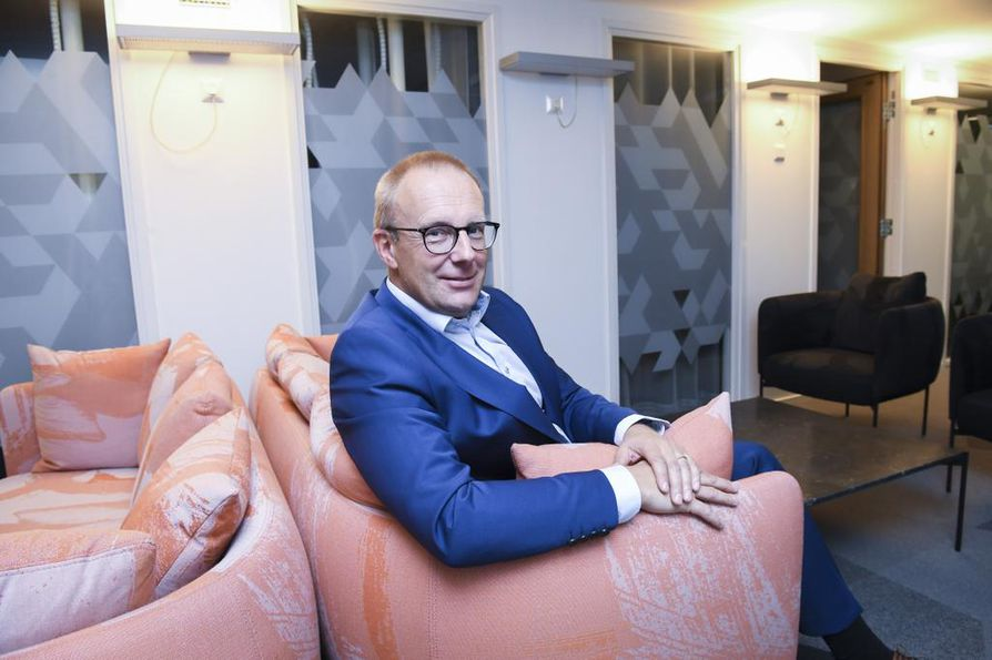 Suomen Ammattiliittojen Keskusjärjestö SAK:n puheenjohtaja Jarkko Elorannan mukaan Kokoomuksen näkemykset mukailevat esimerkiksi Elinkeinoelämän keskusliiton aiempia ehdotuksia.