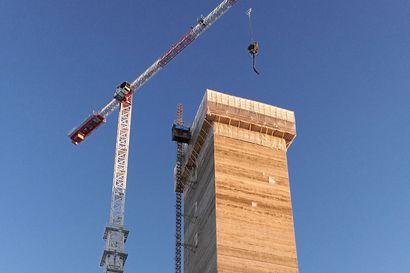 Onko tässä yksi Lapin korkeimmista rakennuksista? Kittilän kaivostorni nousemassa lähes  sadan metrin korkeuteen