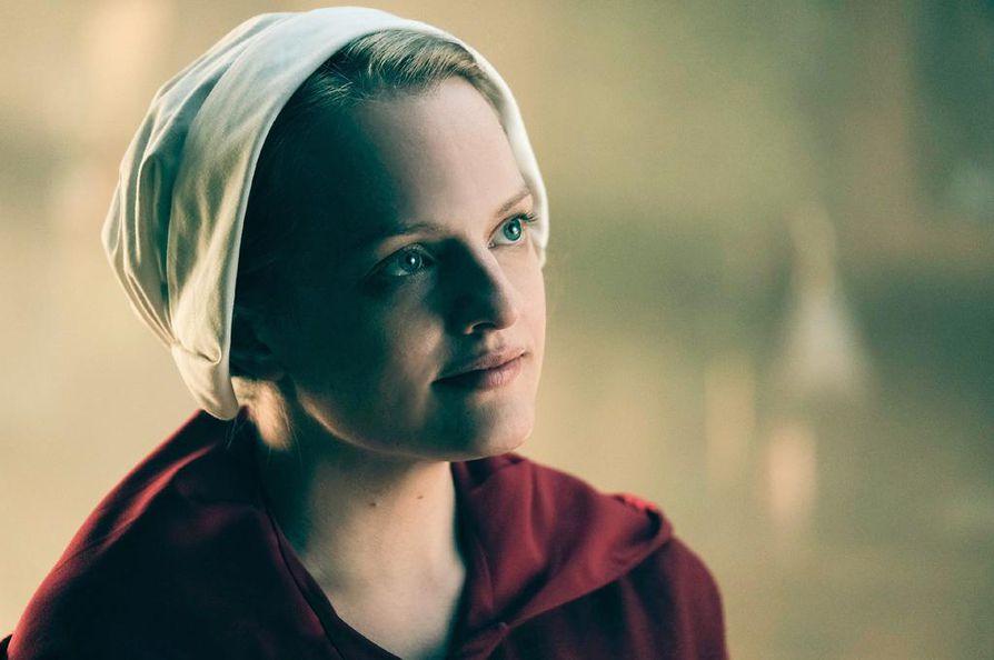 Offredin osaa ja samalla pääosaa näyttelee Elisabeth Moss. Offred oli vielä hetki sitten ihan tavallinen June, mutta sitten orjatar.