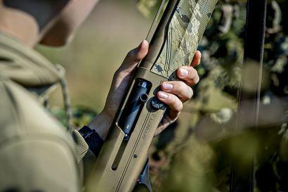 """Onnettomuus vie metsästäjän hengen joka toinen vuosi – yhteistä nimittäjää ei ole, mutta huolimaton aseenkäyttö usein taustalla:  """"Asetta pitäisi käsitellä aina kuten se olisi ladattu"""""""