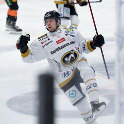 """Poikamies Ruotsista tuli kehittymään Kärppiin: """"Pelaajat näyttävän kehittyvän täällä järjestäen paremmiksi"""""""