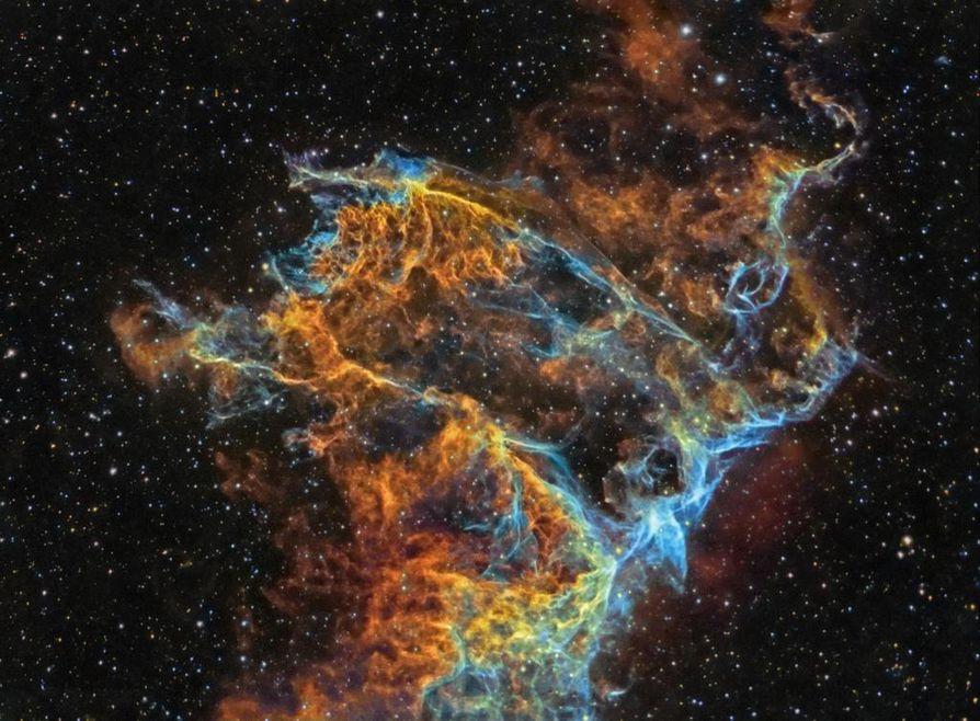 Voittokuvassa on yksityiskohta supernovajäännöksestä, joka tunnetaan Harsosumuna.