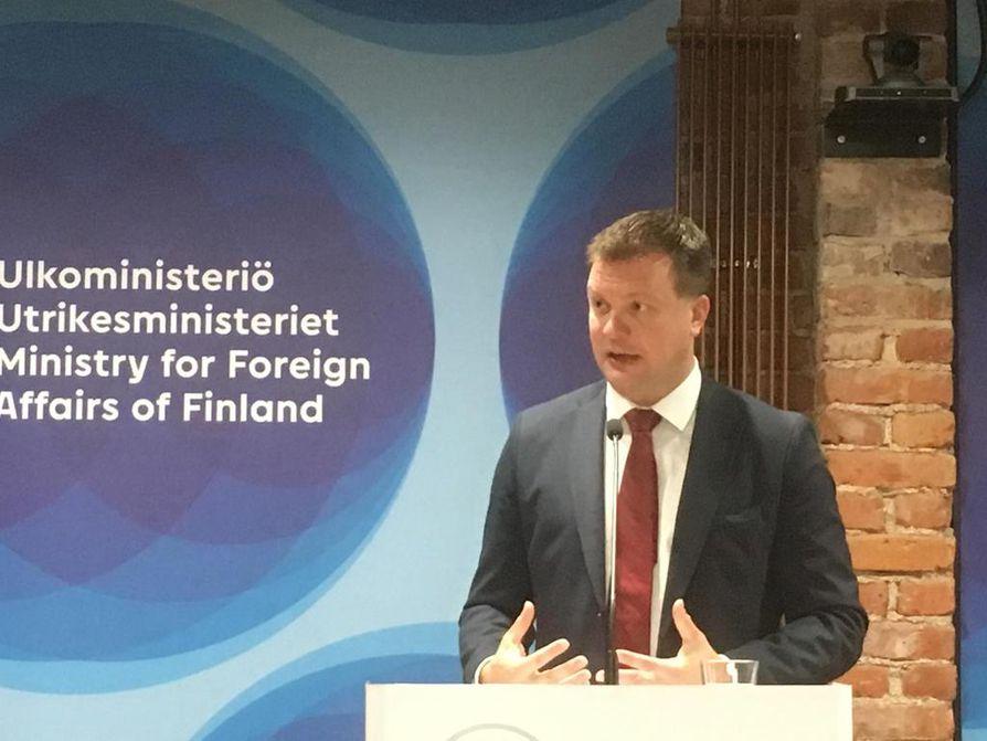 Kehitysyhteistyö- ja ulkomaankauppaministeri Ville Skinnari on iloinen komissaariehdokas Jutta Urpilaisen salkusta. Urpilainen on Skinnarin mielestä hyvin paneutunut Afrikka-asioihin.