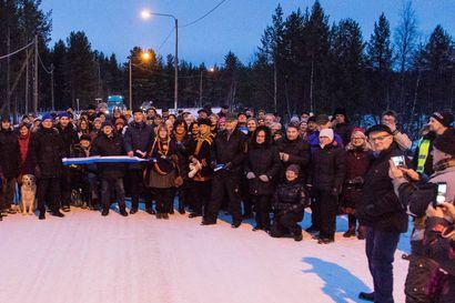 Kyläläiset juhlivat Inarin Nellimissä - uusi tie vihittiin käyttöön
