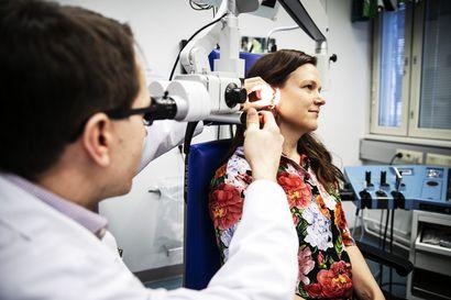 Elina Kriston kuulo palasi jo leikkaussalissa – harvinainen kuuloluiden jäykistymä voi viedä kuulon erityisesti nuorilta naisilta, eikä syytä tiedetä