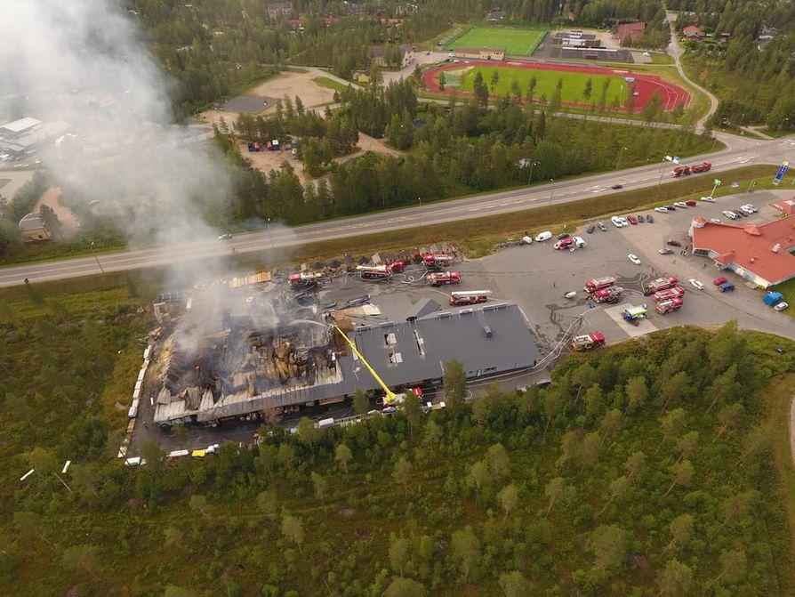Yksi paloista tuhosi viime elokuussa Pudasjärven IKH-myymälän, mistä koitui lähes miljoonan euron vahinko.