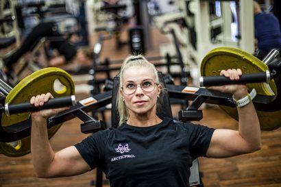 """""""Käänsimme korona-ajan vahvuudeksi"""" – Team Jiipeen fitnessurheilijoille kevään kilpailukalenterin tyhjentyminen ei ollutkaan katastrofi"""