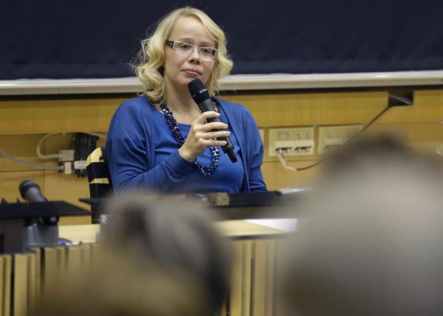 Pauliina Rauhalan esikoisromaani Taivaslaulu (Gummerus 2013) oli arvostelu- ja yleisömenestys.